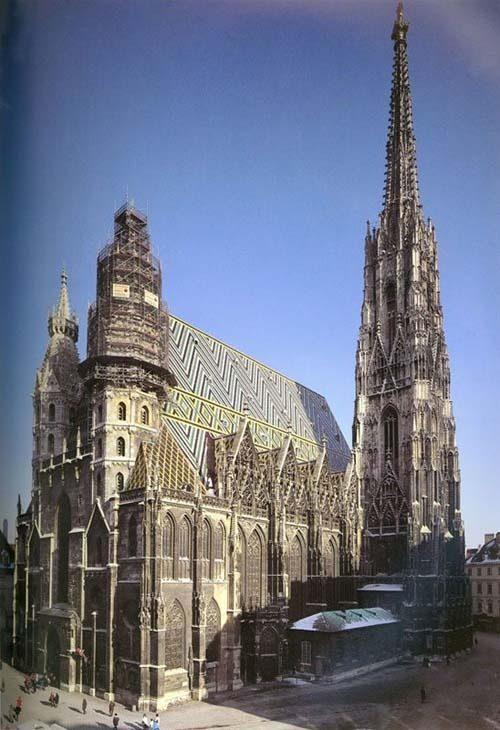 你愿意和我一起走遍世界上的教堂吗?_维也纳圣斯提凡大教堂.jpg