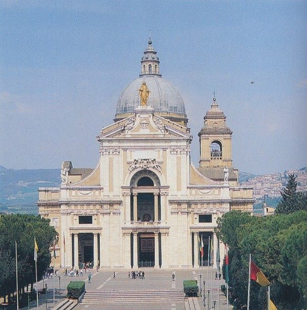 你愿意和我一起走遍世界上的教堂吗?_天使的圣玛丽亚教堂.jpg