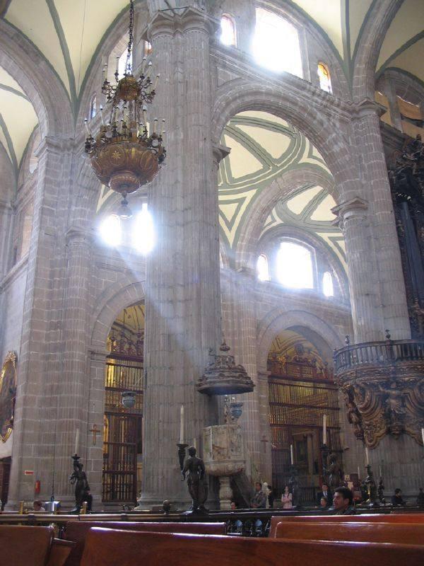 你愿意和我一起走遍世界上的教堂吗?_墨西哥大教堂2.jpg