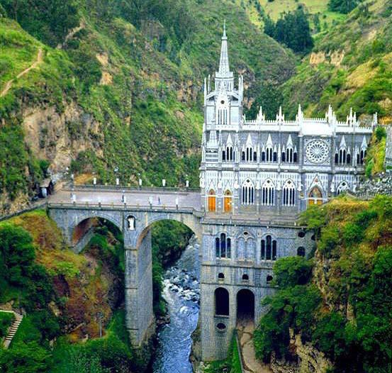 你愿意和我一起走遍世界上的教堂吗?_Las Lajas大教堂.jpg