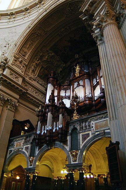 你愿意和我一起走遍世界上的教堂吗?_德国柏林大教堂2.jpg
