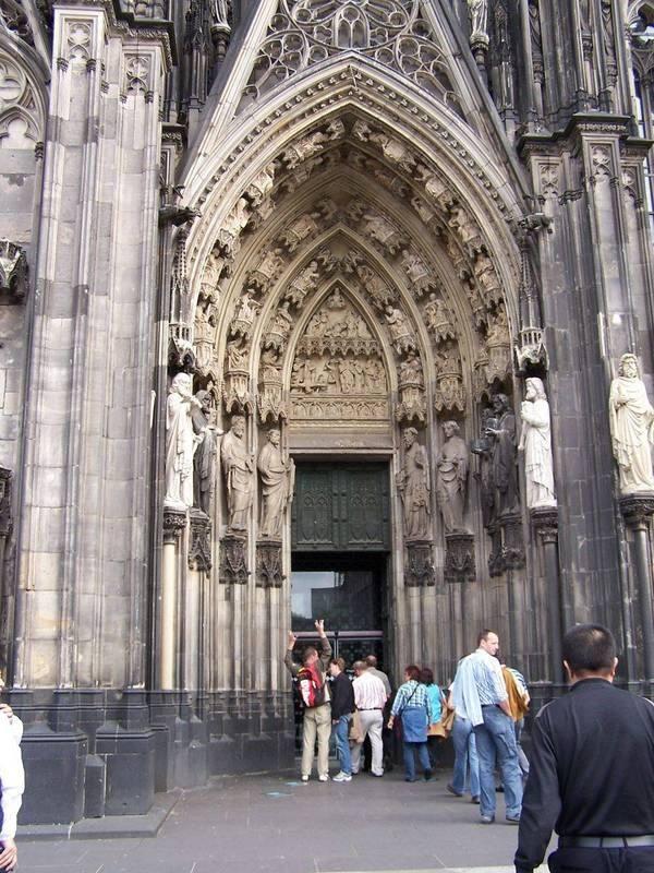 你愿意和我一起走遍世界上的教堂吗?_德国科隆大教堂3.jpg