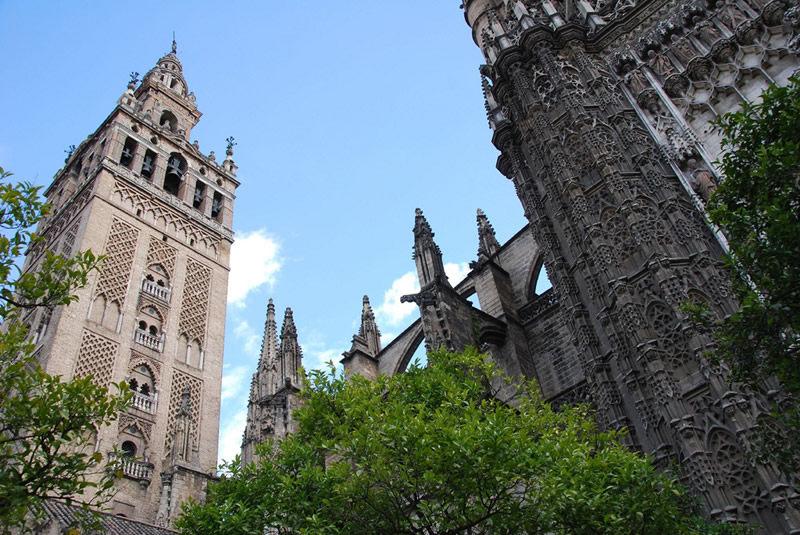 你愿意和我一起走遍世界上的教堂吗?_塞维利亚大教堂.jpg