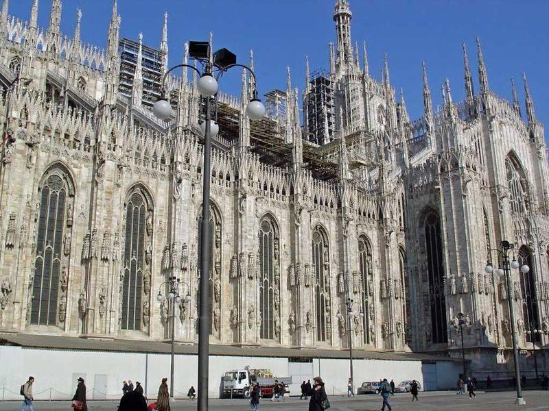 你愿意和我一起走遍世界上的教堂吗?_意大利米兰大教堂4.jpg