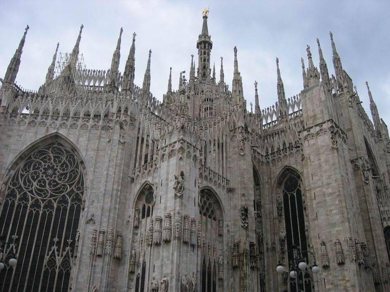 你愿意和我一起走遍世界上的教堂吗?_意大利米兰大教堂5.jpg
