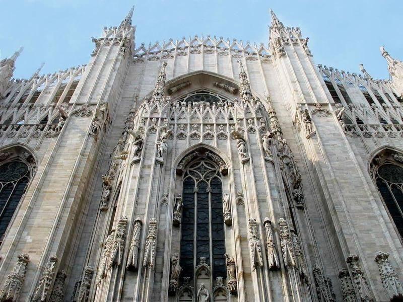 你愿意和我一起走遍世界上的教堂吗?_意大利米兰大教堂8.jpg