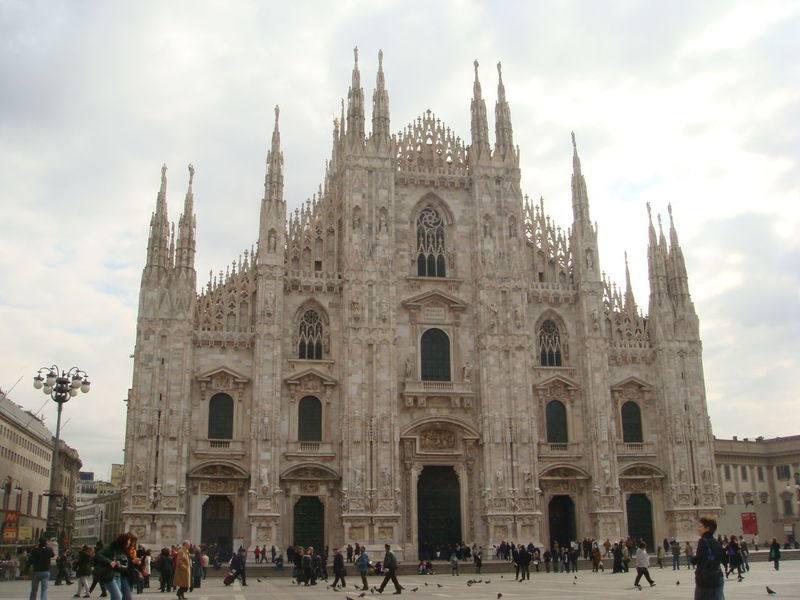 你愿意和我一起走遍世界上的教堂吗?_意大利米兰大教堂9.jpg