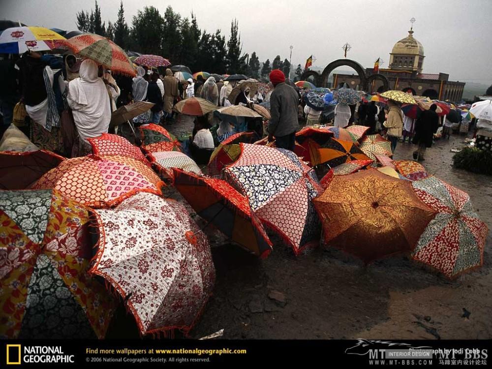 国家地理图片珍藏全集2007_addis-ababa-umbrellas-650637-lw.jpg