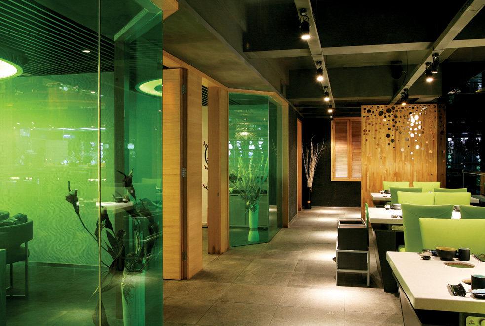Top restaurant design 高级餐饮空间案例_味腾四海 绿色在二层的运用.jpg