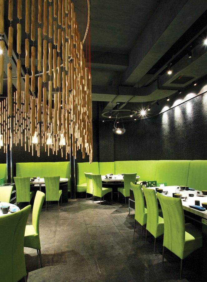 Top restaurant design 高级餐饮空间案例_味腾四海 一层绿色颠覆了传统火锅的调性.jpg