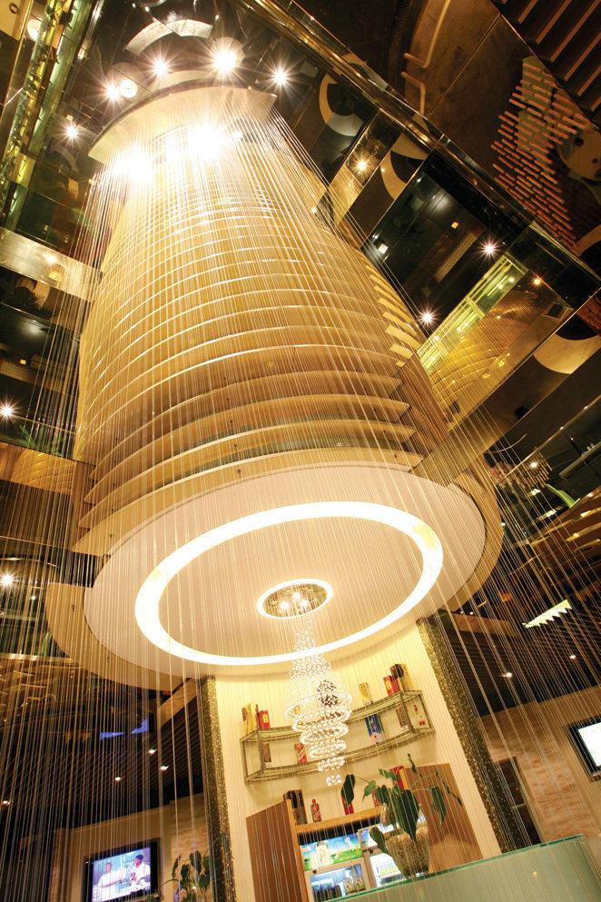 Top restaurant design 高级餐饮空间案例_味腾四海 中庭改变了空间1.jpg