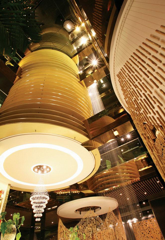 Top restaurant design 高级餐饮空间案例_味腾四海 中庭改变了空间.jpg