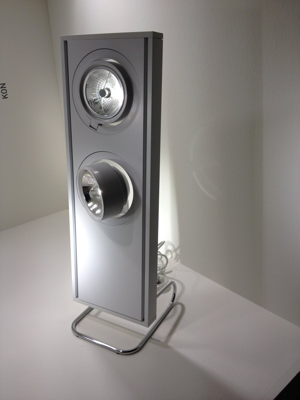 2012法兰克福照明展精华图片(申请精华)_侧打光LED移动灯具.JPG