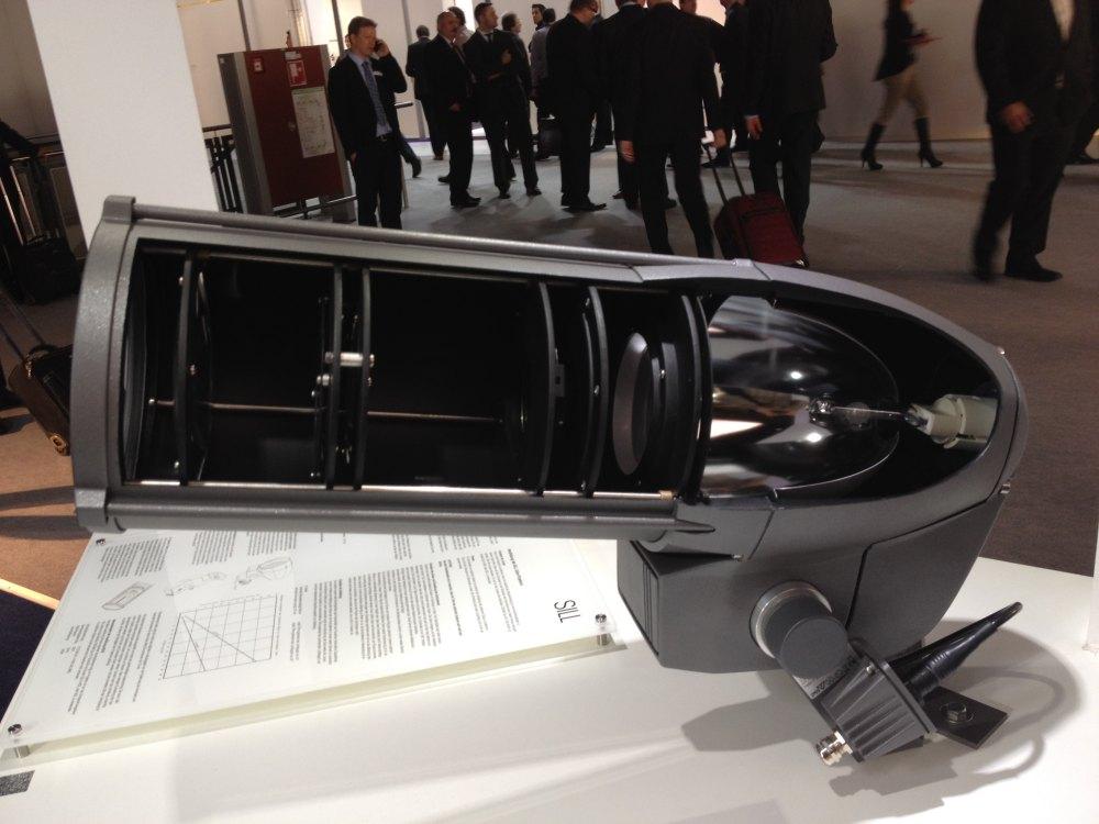 2012法兰克福照明展精华图片(申请精华)_灯具解剖呈现方式.JPG