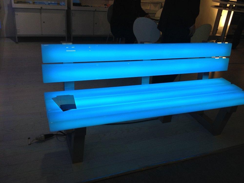 2012法兰克福照明展精华图片(申请精华)_发光的广场椅子.JPG