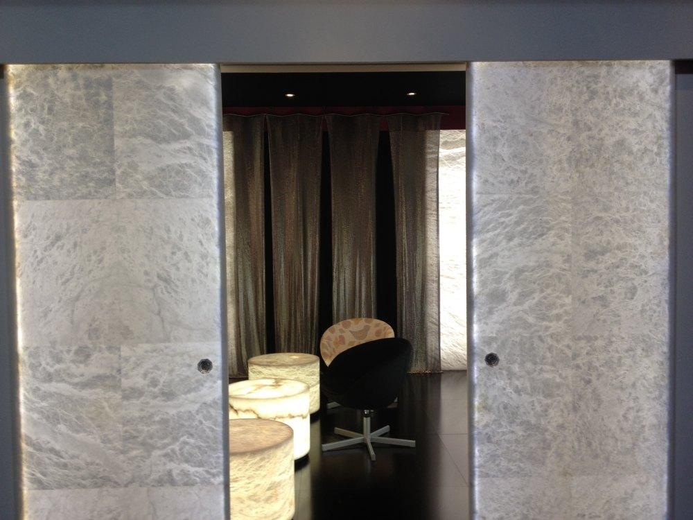 2012法兰克福照明展精华图片(申请精华)_发光的门、凳子、装饰物等(LED应用).JPG