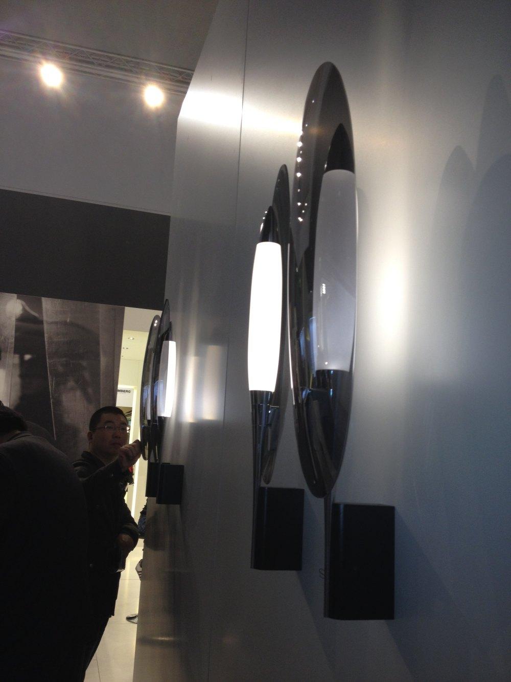 精美设计的壁灯.JPG