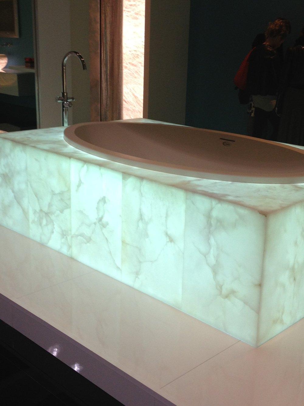 可发光变色的浴缸(照明应用).JPG