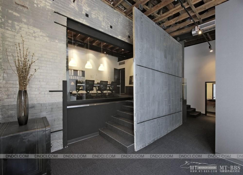 加拿大LEMAYMICHAUD设计公司的办公室_MD50c2a0be0de1925f2.jpg