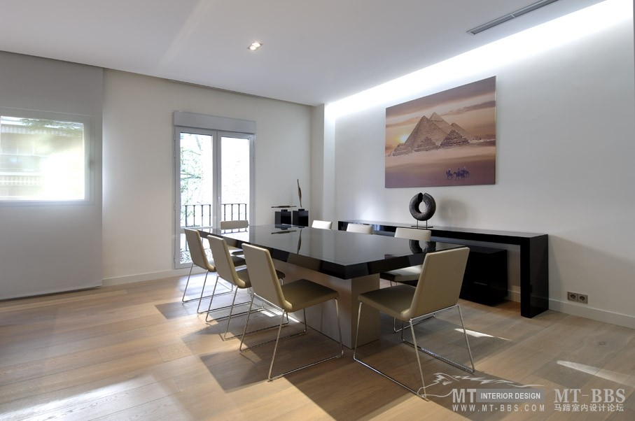 西班牙马德里老建筑公寓室内设计改造_IMG2011021861537918.jpg
