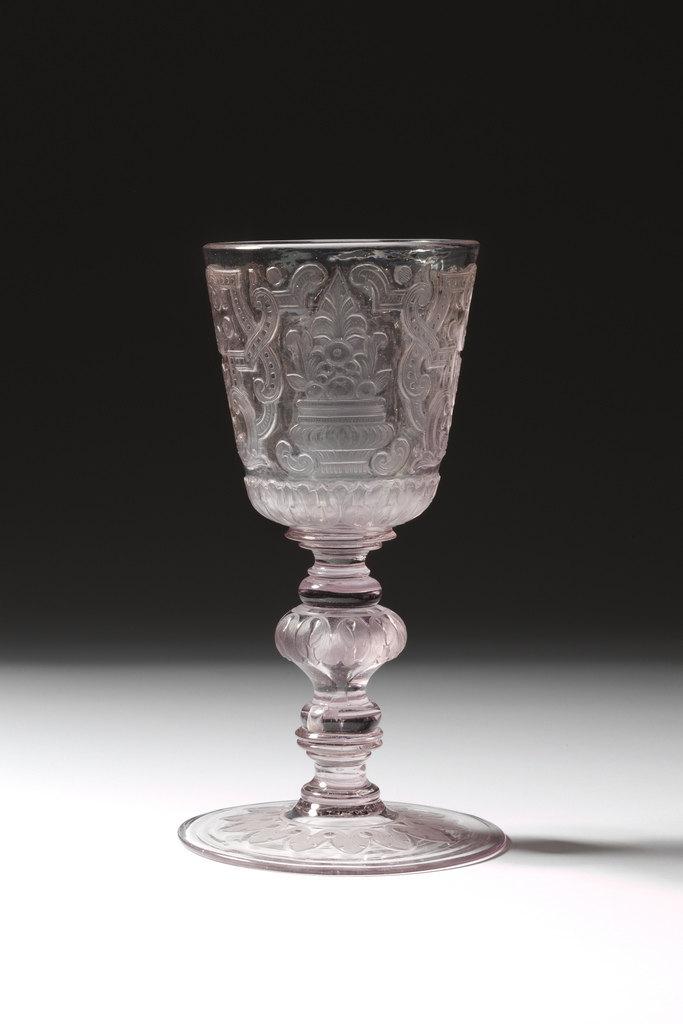 雕刻玻璃酒杯