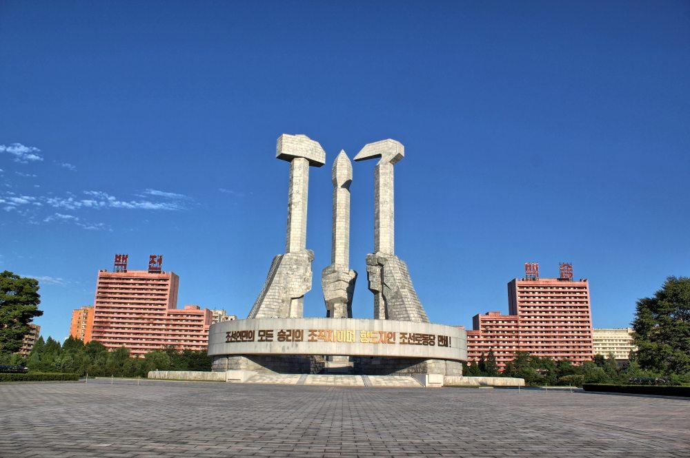 平壤朝鲜劳动党成立纪念碑.jpg
