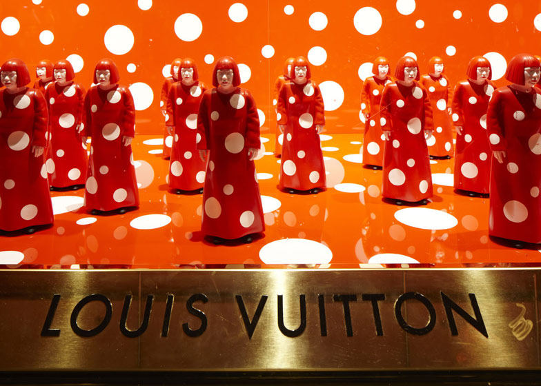 路易威登和草间弥生  概念在Selfridges商店_dezeen_Louis-Vuitton-and-Kusama-concept-store-at-Selfridges_ss_1.jpg