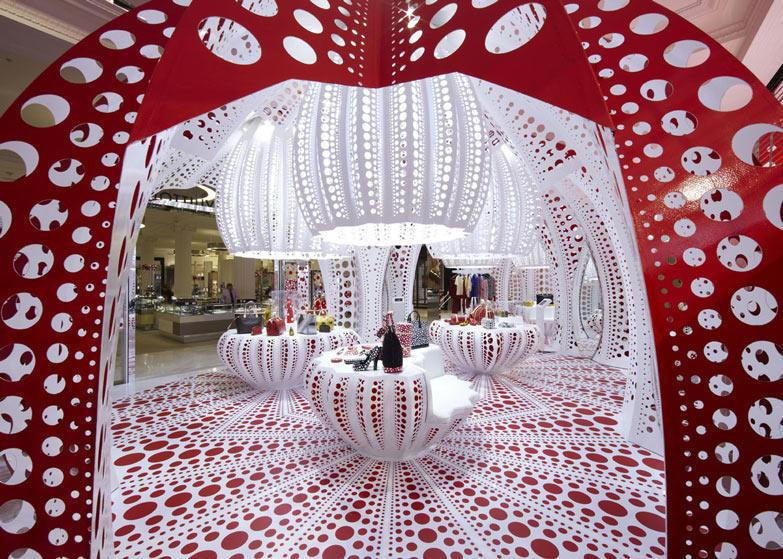 路易威登和草间弥生  概念在Selfridges商店_dezeen_Louis-Vuitton-and-Kusama-concept-store-at-Selfridges_ss_8.jpg