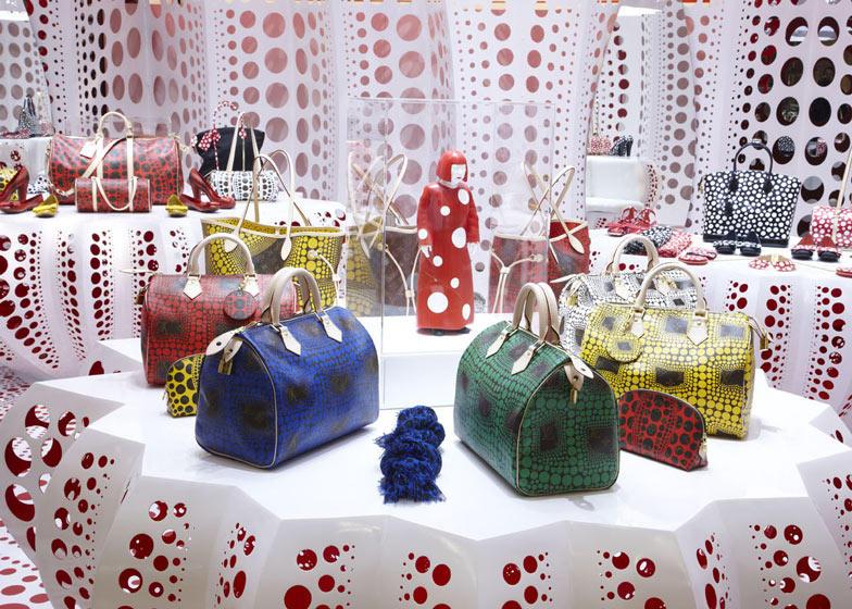 路易威登和草间弥生  概念在Selfridges商店_dezeen_Louis-Vuitton-and-Kusama-concept-store-at-Selfridges_ss_11.jpg