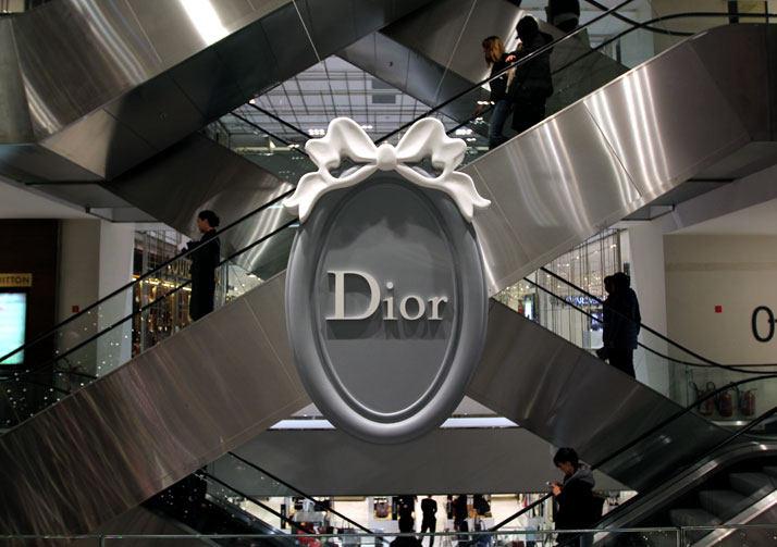 法国Boulevard Haussmann大道Dior圣诞夜_printemps-dior-pop-up-2012-yatzer-10.jpg