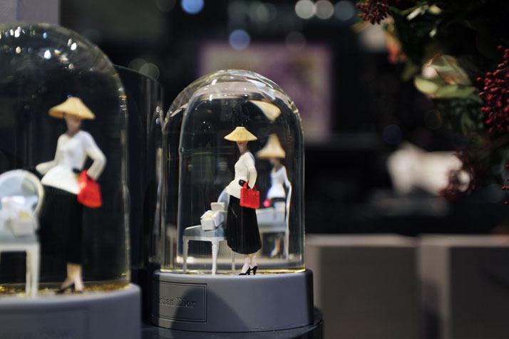 法国Boulevard Haussmann大道Dior圣诞夜_printemps-dior-pop-up-2012-yatzer-18.jpg