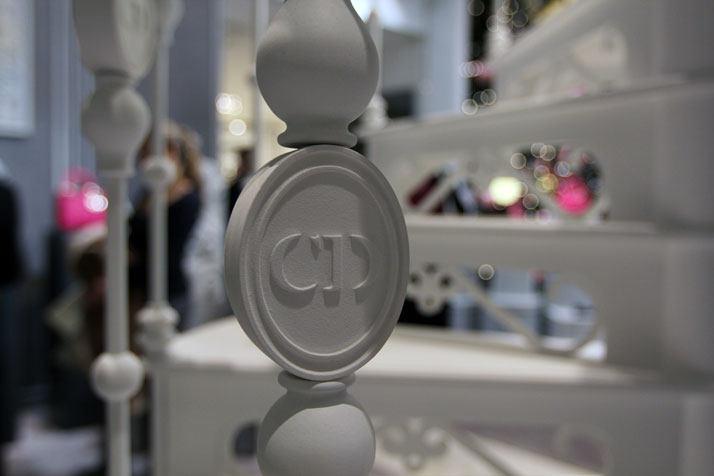法国Boulevard Haussmann大道Dior圣诞夜_printemps-dior-pop-up-2012-yatzer-15.jpg