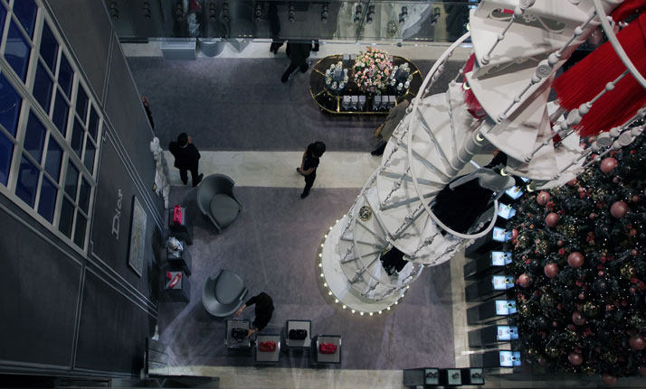 法国Boulevard Haussmann大道Dior圣诞夜_printemps-dior-pop-up-2012-yatzer-19.jpg