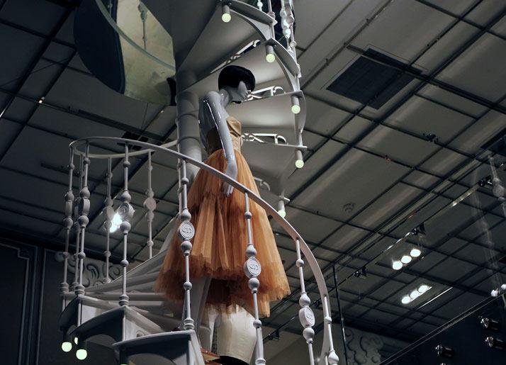 法国Boulevard Haussmann大道Dior圣诞夜_printemps-dior-pop-up-2012-yatzer-23.jpg