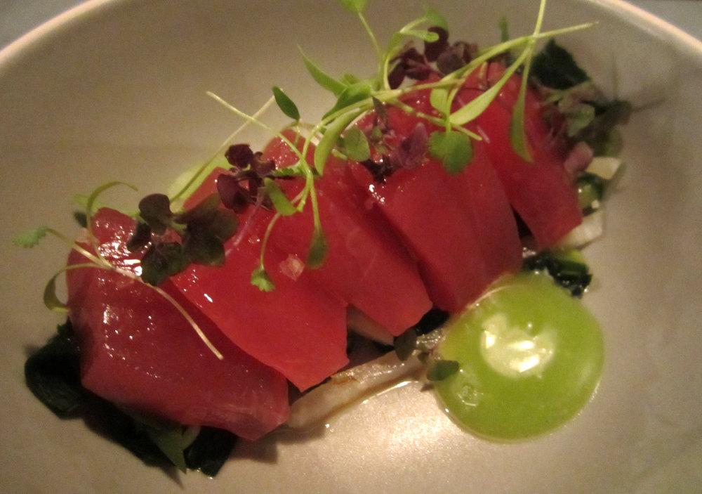 悉尼Mr.Wong中餐粤菜馆--极具中国风情的餐馆_yellowfin-tuna-kohlrabi-sweet-wasabi-soy-and-ginger-dressing.jpg