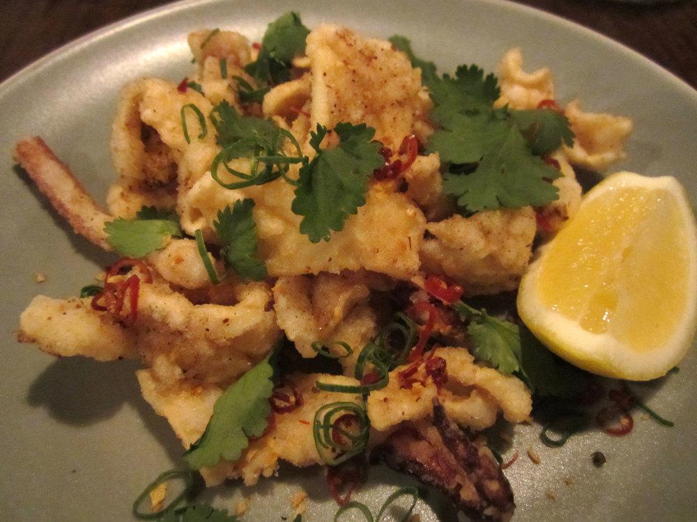 悉尼Mr.Wong中餐粤菜馆--极具中国风情的餐馆_salt-pepper-calamari.jpg