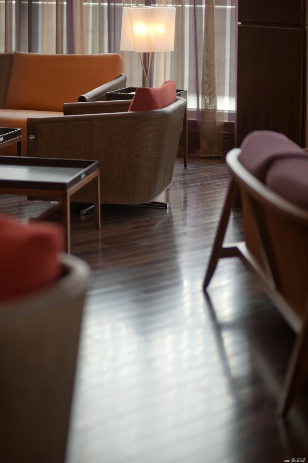 迪拜卓美亚溪畔酒店 Jumeirah Creekside Hotel_Jumeirah_Creekside_Hotel-_Crimson_Gallery-_Furniture_shot_3.jpg