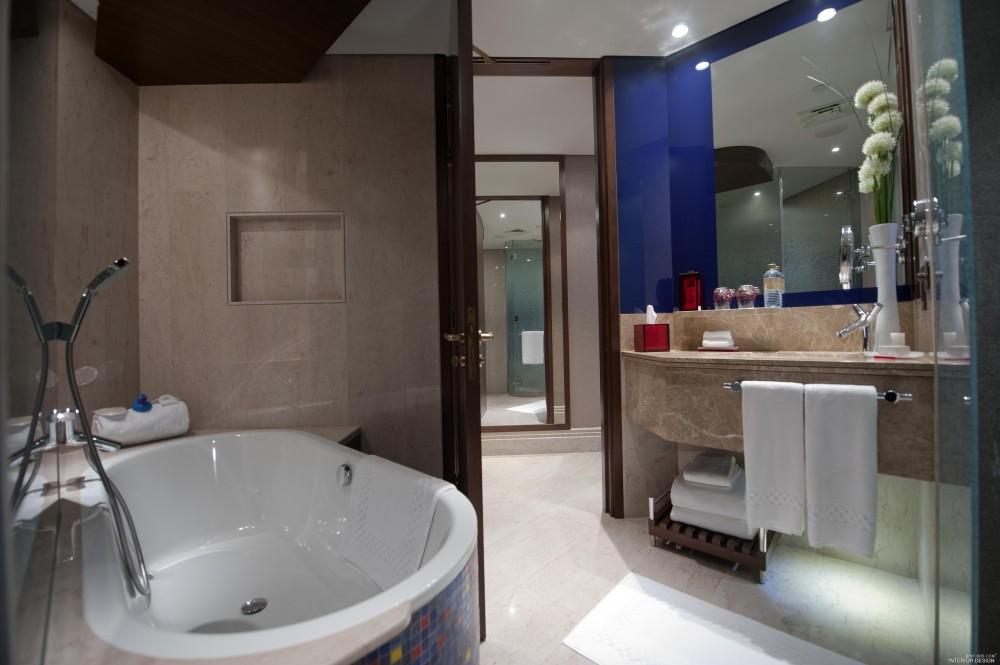 迪拜卓美亚溪畔酒店 Jumeirah Creekside Hotel_Jumeirah_Creekside_Hotel_-_Superior_Room_Bathroom.jpg