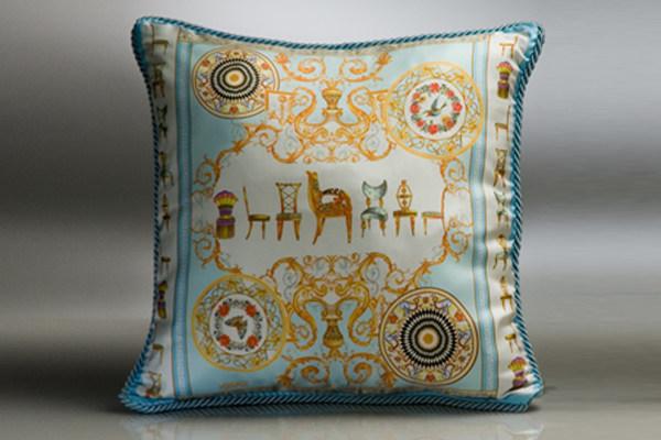免费分享个人收藏的抱枕,希望同仁们喜欢_483343120_163of3_cu21sej0047-var-0003-max.jpg