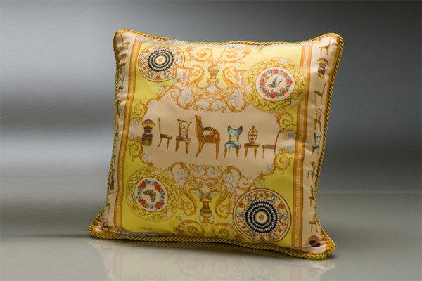 免费分享个人收藏的抱枕,希望同仁们喜欢_483343120_t78U7Q_cu21sej0047-var-0004-max.jpg