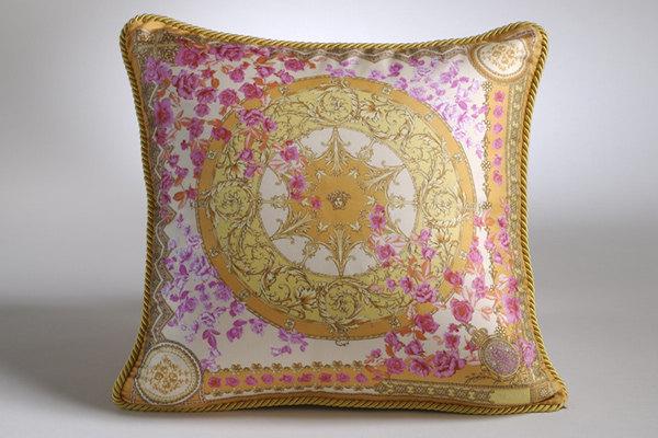 免费分享个人收藏的抱枕,希望同仁们喜欢_669270135_DyZGys_CU21SEJ0052-var.0003-max.jpg