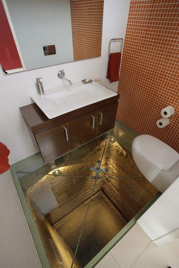 脚下的深渊_A-Bathroom-Situated-Atop-a-15-Story-Elevator-Shaft-1.jpg