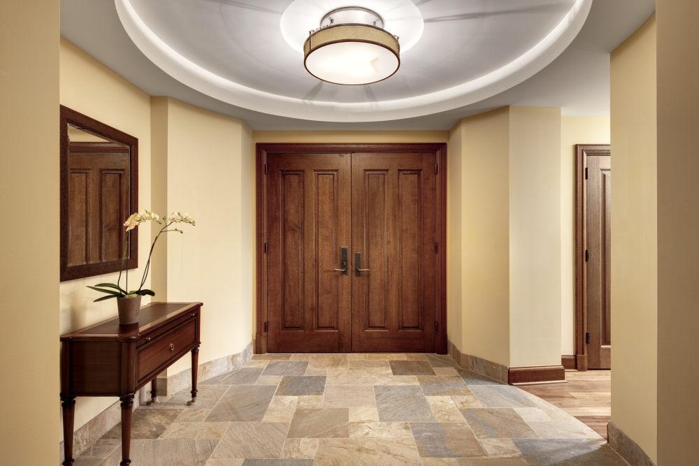 犹他州鹿谷瑞吉酒店The St. Regis Deer Valley, Utah (..._The St. Regis Deer Valley—Ambassador Residence Entry.jpg