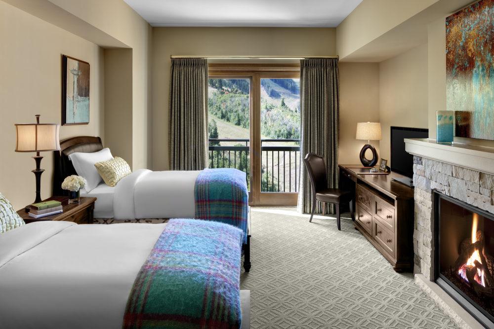 犹他州鹿谷瑞吉酒店The St. Regis Deer Valley, Utah (..._The St. Regis Deer Valley—Ambassador Residence Guest Bedroom.jpg