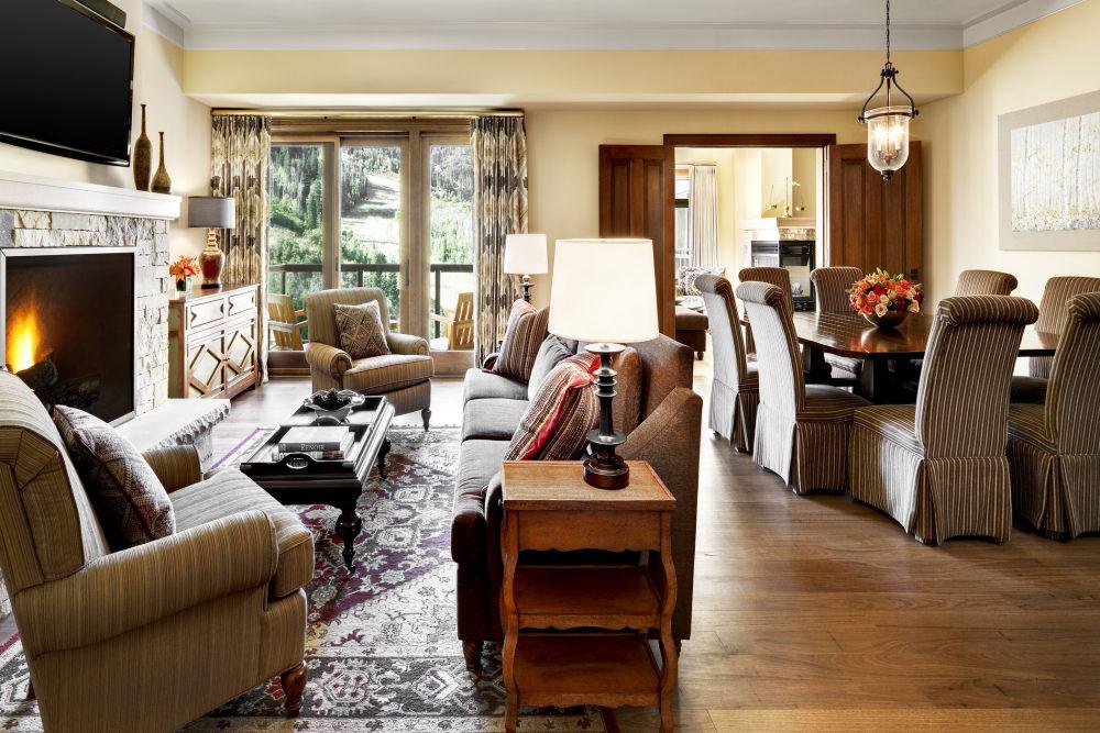 犹他州鹿谷瑞吉酒店The St. Regis Deer Valley, Utah (..._The St. Regis Deer Valley—Ambassador Residence Living and Dining Rooms.jpg