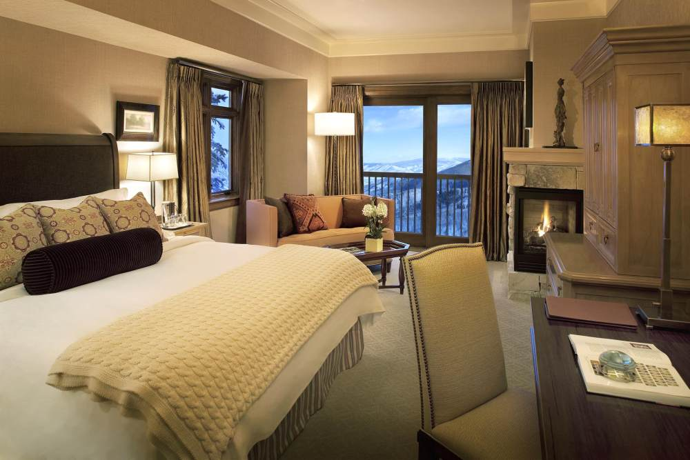 犹他州鹿谷瑞吉酒店The St. Regis Deer Valley, Utah (..._The St. Regis Deer Valley—Bedroom Suite.jpg