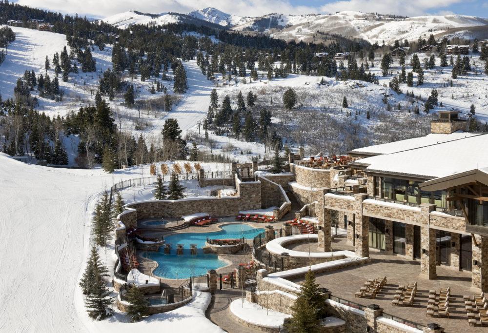 犹他州鹿谷瑞吉酒店The St. Regis Deer Valley, Utah (..._The St. Regis Deer Valley—Exterior view of slopeside pool.jpg