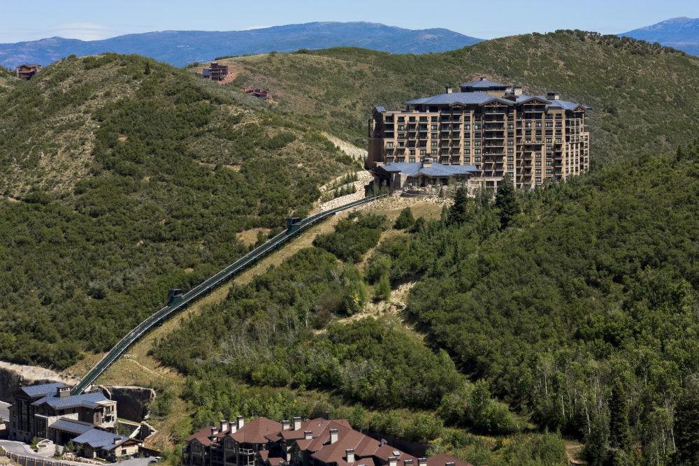 犹他州鹿谷瑞吉酒店The St. Regis Deer Valley, Utah (..._The St. Regis Deer Valley—Exterior3.jpg