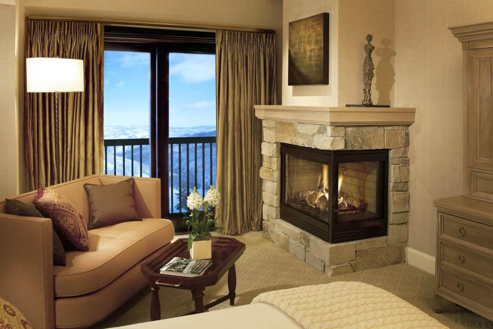 犹他州鹿谷瑞吉酒店The St. Regis Deer Valley, Utah (..._The St. Regis Deer Valley—Fireplace Detail.jpg