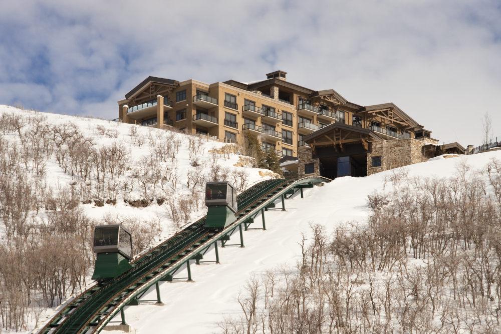 犹他州鹿谷瑞吉酒店The St. Regis Deer Valley, Utah (..._The St. Regis Deer Valley—Funicular.jpg